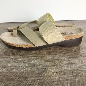 Munro Aries extralight sz 9.5 Narrow sandals